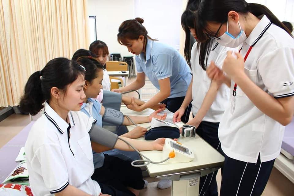 Du học sinh điều dưỡng có học bổng